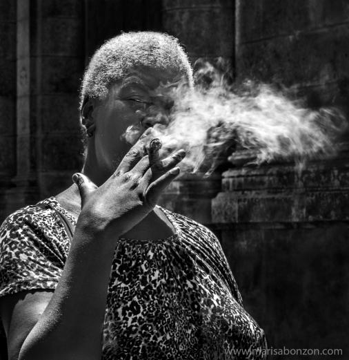 Detrás del humo